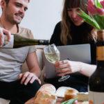 Digitales offenes Gruppentasting für Wein-Liebhaber
